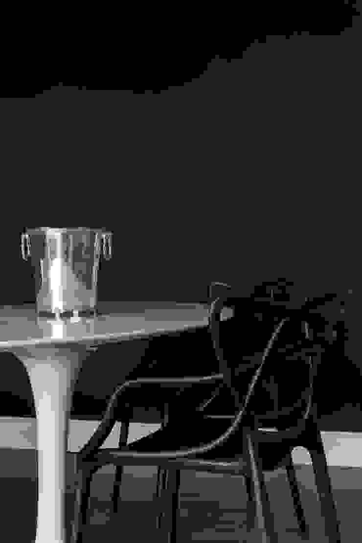 Mesa Saarinen e Cadeira Masters Lojas & Imóveis comerciais ecléticos por Albus Eclético