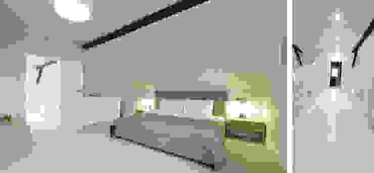 Sypialnia w domu nad jeziorem w Miłomłynie Skandynawska sypialnia od Paszkiewicz Design Skandynawski