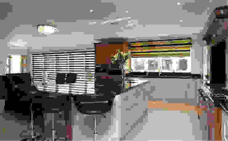 Walnut and hand painted kitchen Modern kitchen by John Ladbury and Company Modern
