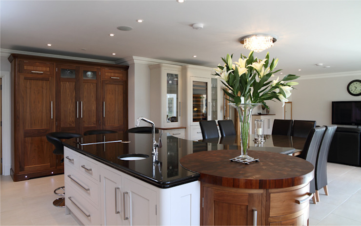 Walnut and hand painted bespoke kitchen Modern kitchen by John Ladbury and Company Modern