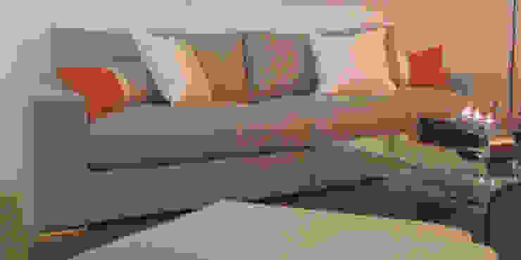 Sofá confortável Salas de estar modernas por Traço Magenta - Design de Interiores Moderno