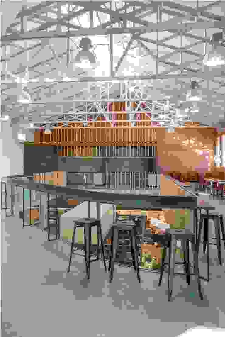 Espacio lúdico-gastronómico Centros comerciales de estilo moderno de b+t arquitectos Moderno