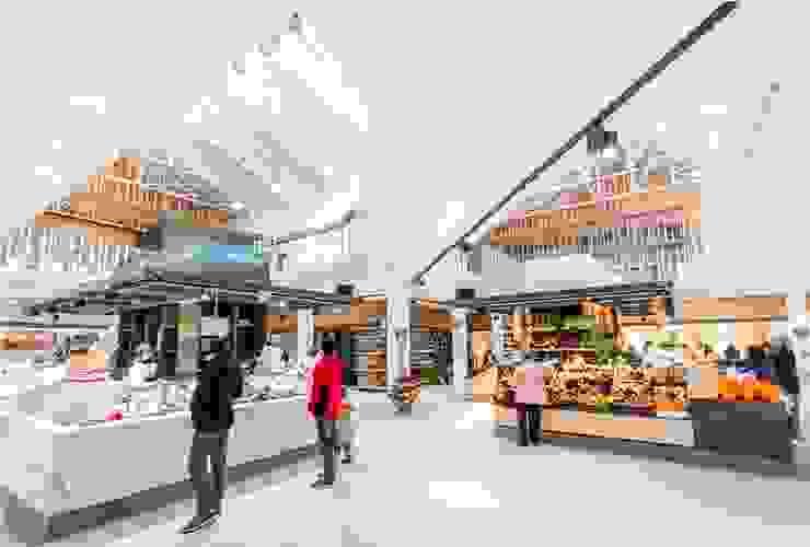 Islas de pescado e isla de fruta y verdura Espacios comerciales de estilo moderno de b+t arquitectos Moderno