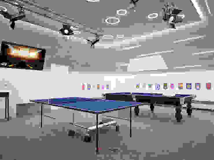 Salle multimédia minimaliste par DA-Design Minimaliste