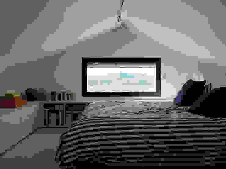 Спальня в средиземноморском стиле от Tout Va Bien - Stéphane Herpin architecte Средиземноморский
