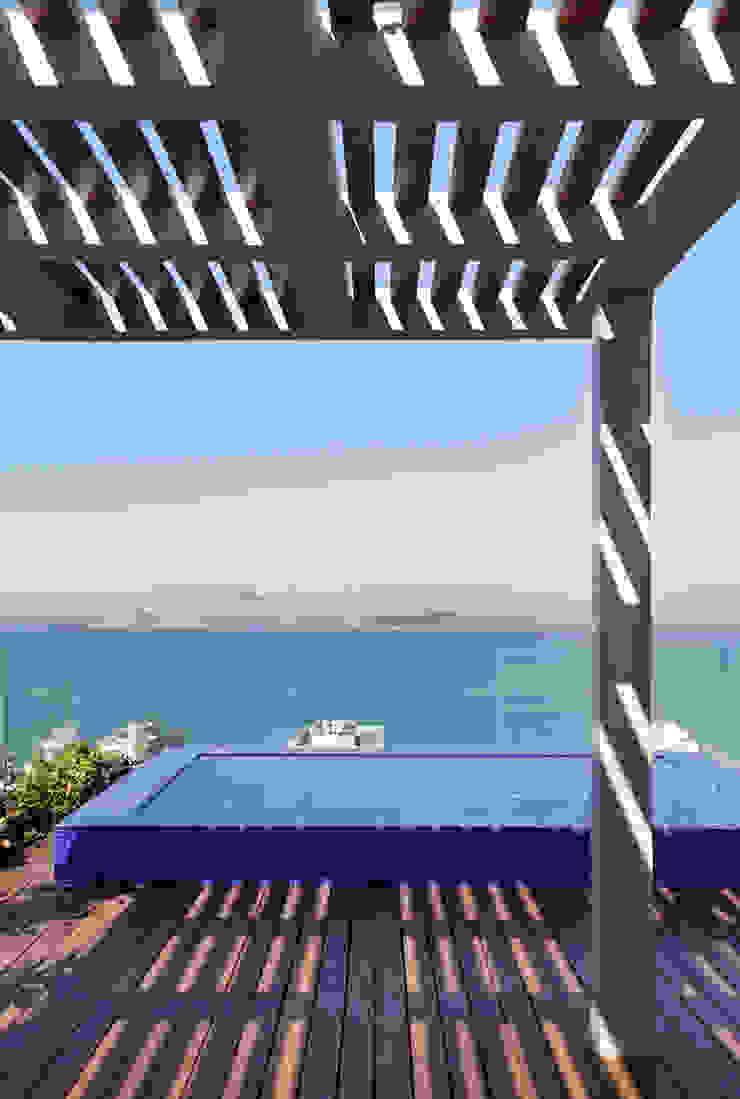 House in Rio Balcones y terrazas modernos