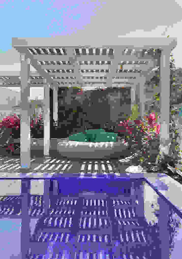 House in Rio Balcones y terrazas de estilo tropical