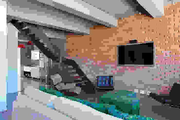 Livings modernos: Ideas, imágenes y decoración de House in Rio Moderno