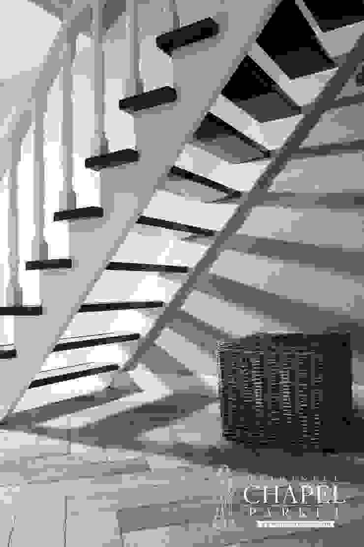 Stoere Eiken visgraat vloer Landelijke gangen, hallen & trappenhuizen van Pruysen Parket BV Landelijk