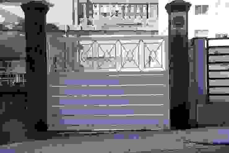 Puertas correderas y batientes en aluminio soldado. de Galmatic S.L Rústico