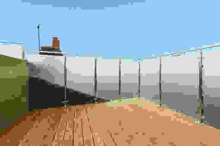 mansard loft conversion fulham Modern balcony, veranda & terrace by homify Modern