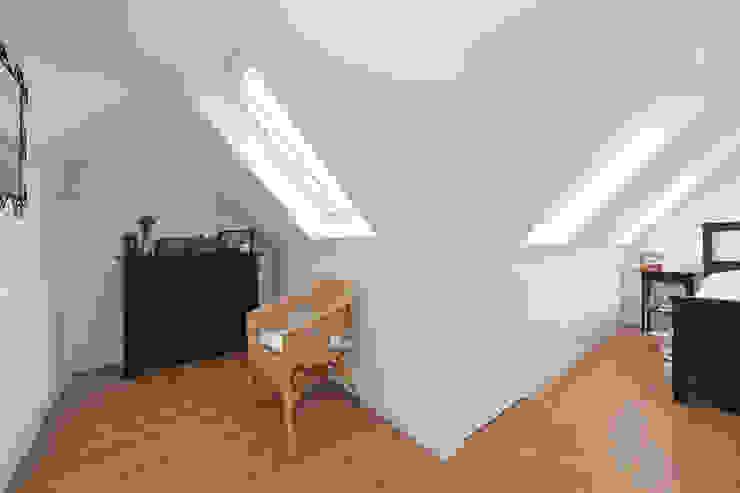 l-shaped dormer loft conversion richmond Closets modernos por homify Moderno