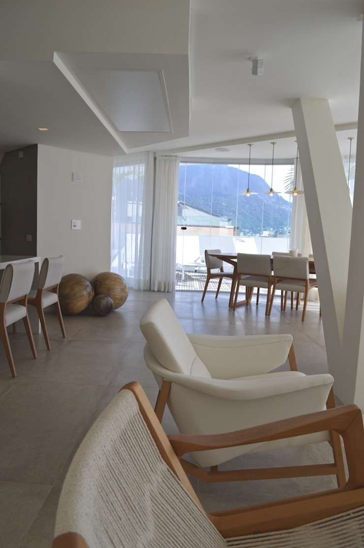 House in Rio Modern Dining Room