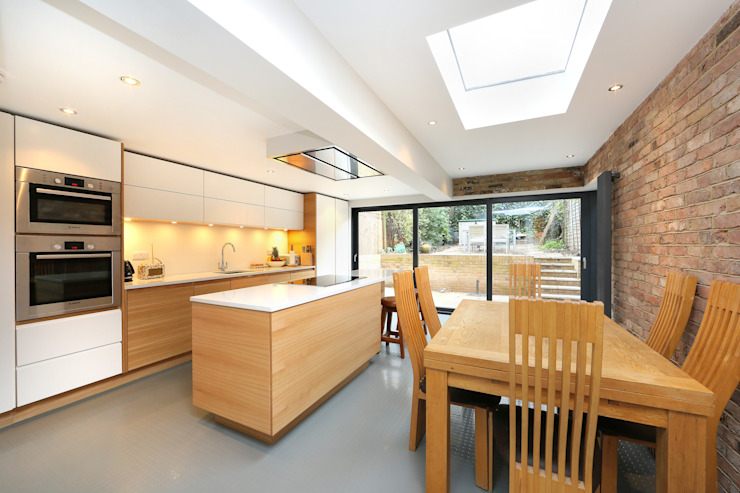 ​kitchen extension dulwich with flat roof and open brickwork Cocinas de estilo moderno de homify Moderno