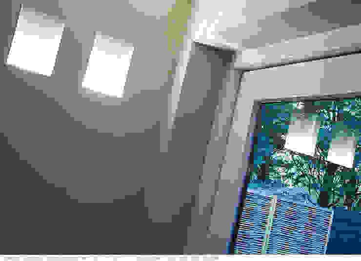 transformatie naar een ingetogen luxe villa te Heiloo Moderne gangen, hallen & trappenhuizen van Heleen Rombout interieurarchitect BNI Modern