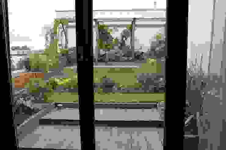 Taras na dachu: styl , w kategorii Taras zaprojektowany przez GREENERIA,Nowoczesny