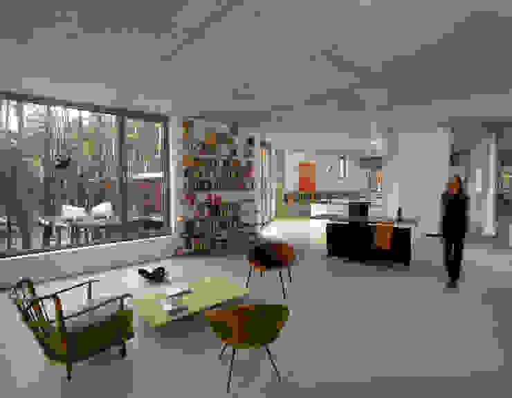 Dom w Józefowie: styl , w kategorii Salon zaprojektowany przez ANONIMOWI ARCHITEKCI,Minimalistyczny