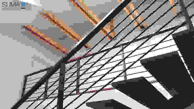 SIMPLE ONE Minimalistyczny korytarz, przedpokój i schody od SUMA Architektów Minimalistyczny
