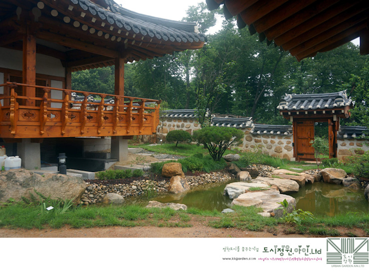 누정의 자연형연못/남양홍씨 대호군파 재실정원 아시아스타일 정원 by Urban Garden AIN.Ltd 한옥