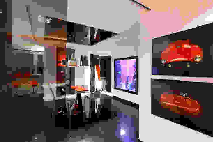 Красное на черном Столовая комната в стиле минимализм от Худякова Людмила Минимализм