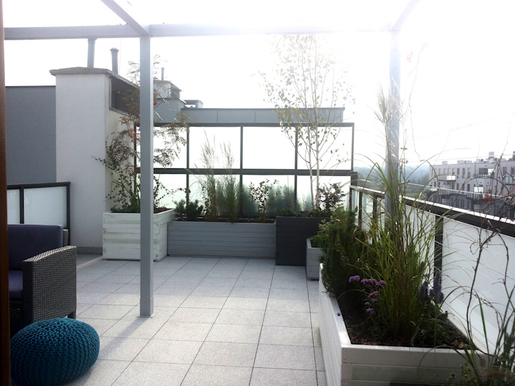 Industrial style balcony, veranda & terrace by GREENERIA Industrial