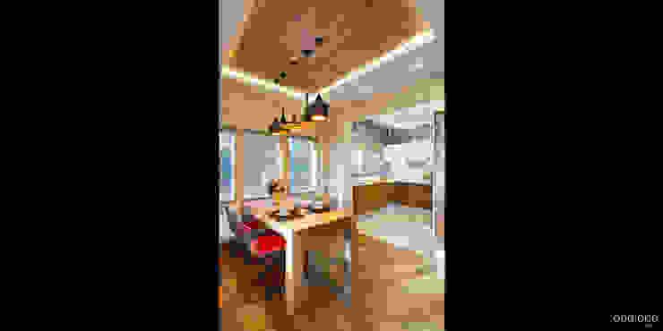 Вид на кухню-столовую Столовая комната в стиле минимализм от oneione Минимализм
