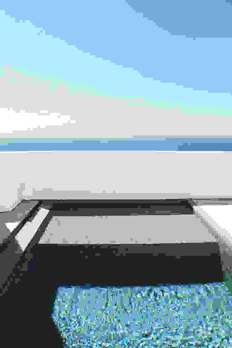 Modern pool by House in Rio Modern