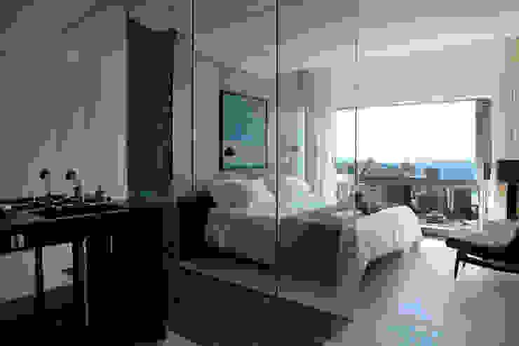 Baños de estilo  por House in Rio,