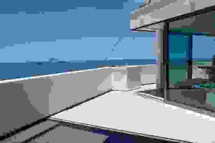 Modern balcony, veranda & terrace by House in Rio Modern