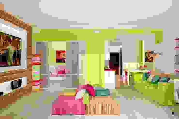 Яркая квартира в Сочи Гостиные в эклектичном стиле от Универсальная история Эклектичный