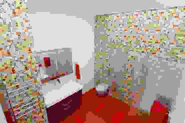Яркая квартира в Сочи Ванная комната в эклектичном стиле от Универсальная история Эклектичный