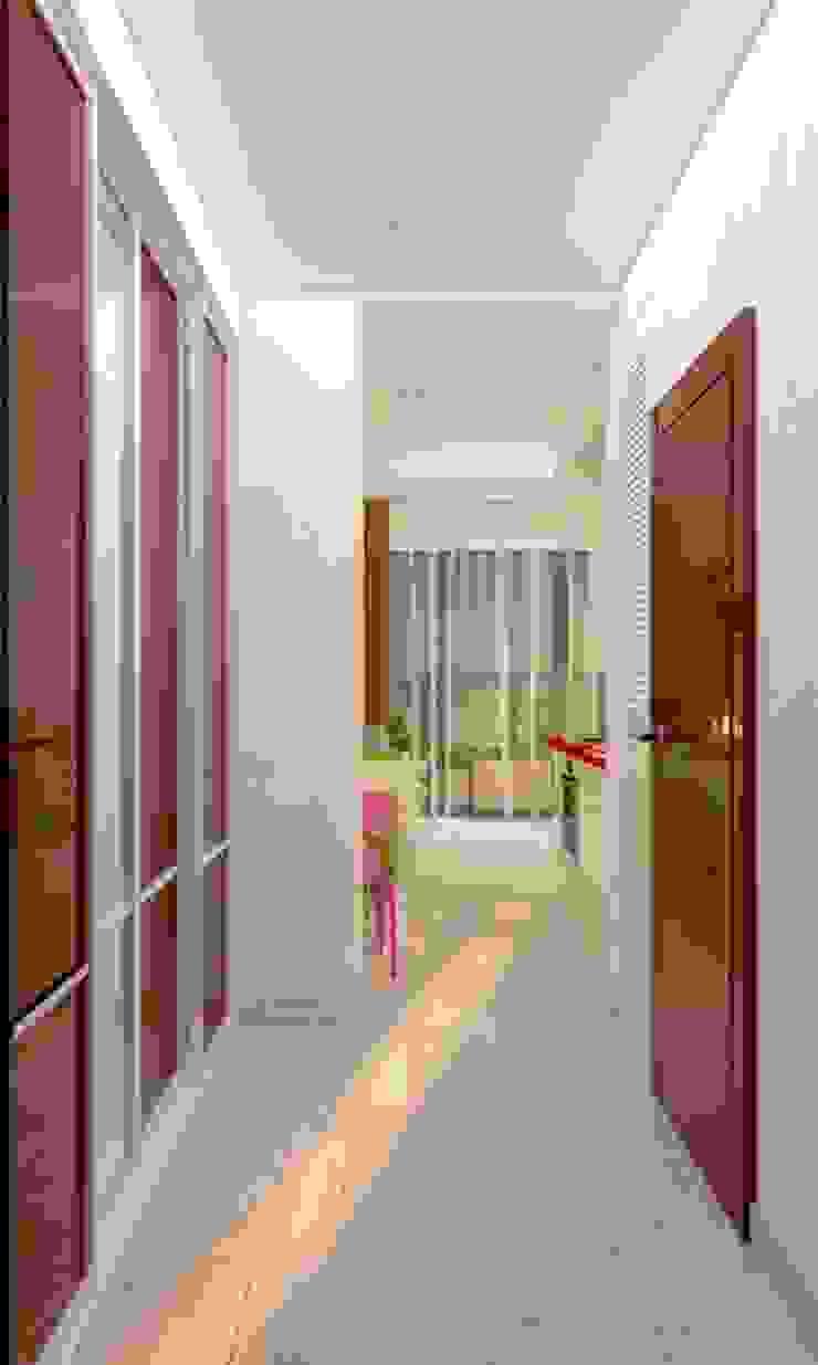 Яркая квартира в Сочи Коридор, прихожая и лестница в эклектичном стиле от Универсальная история Эклектичный