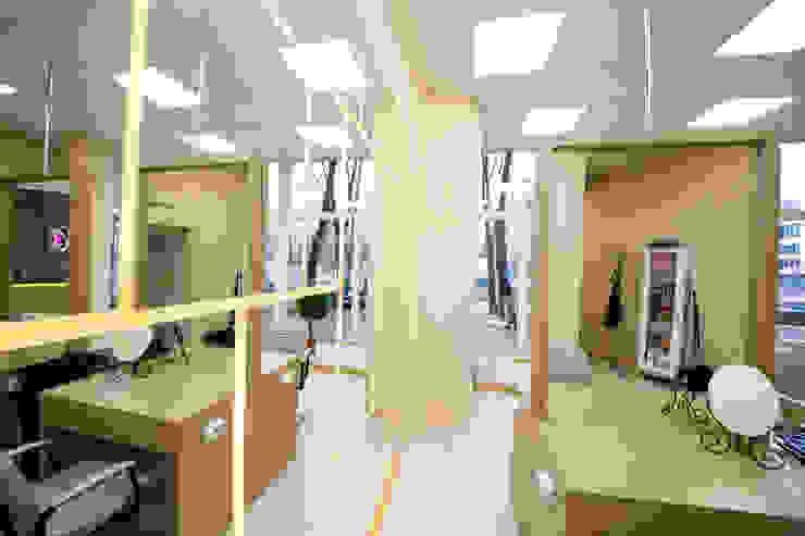 Салон красоты <q>Хочу!</q> Новочеркасский 30 Стадионы в стиле минимализм от oneione Минимализм