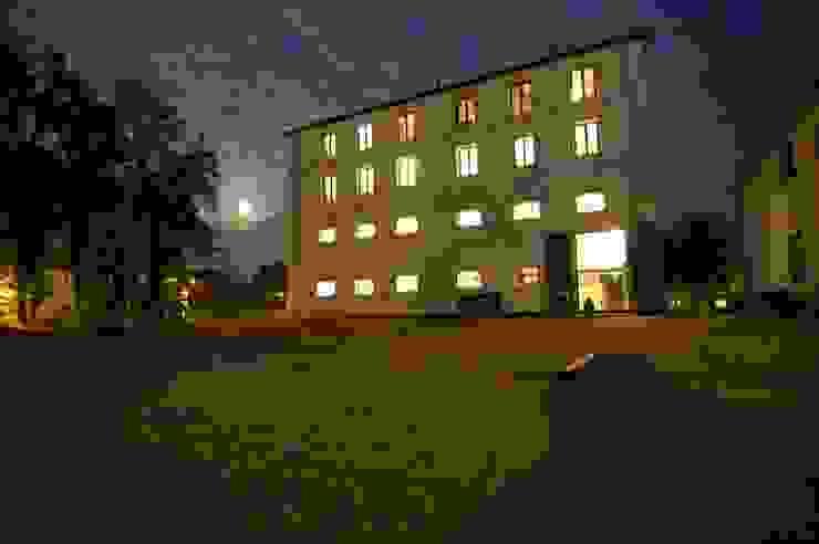De oude voorgevel vlak na restauratie van Architectenbureau Prent BV