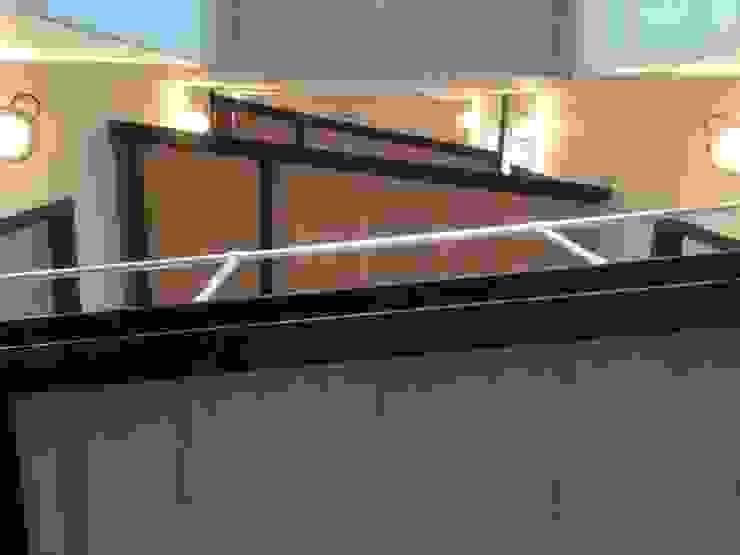 Het nieuwe trappenhuis van onderaf gezien van Architectenbureau Prent BV