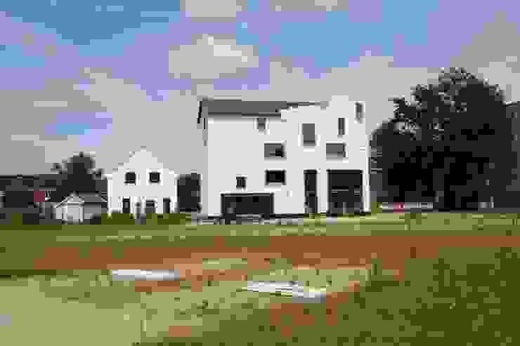 Het nieuwe aanzicht vlak na realisatie van Architectenbureau Prent BV