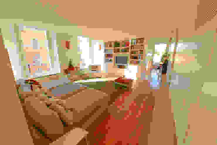 11. Lounge interna Soggiorno moderno di Studio Fori Moderno
