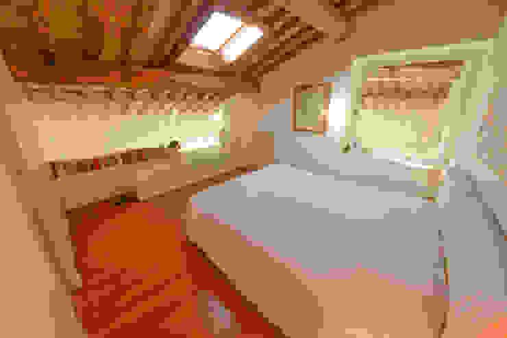 14. Camera letto principale Camera da letto moderna di Studio Fori Moderno