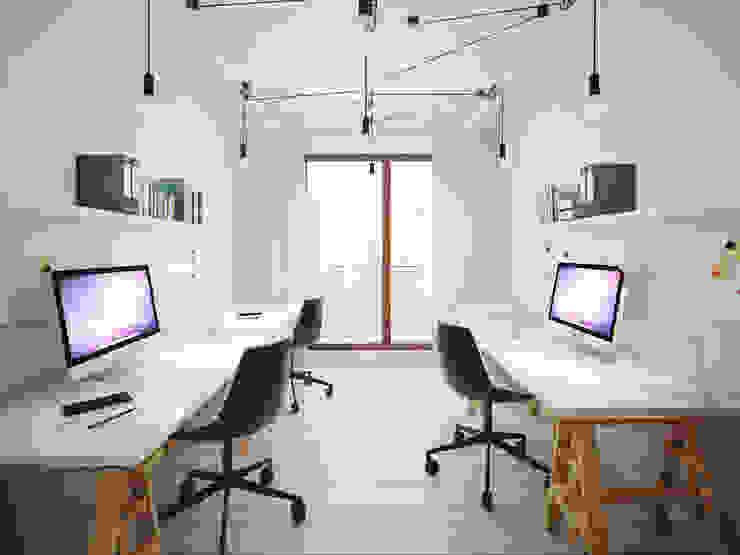 ofdesign Oskar Firek wilga apartment Kraków pracownia Minimalistyczne domowe biuro i gabinet od OFD architects Minimalistyczny