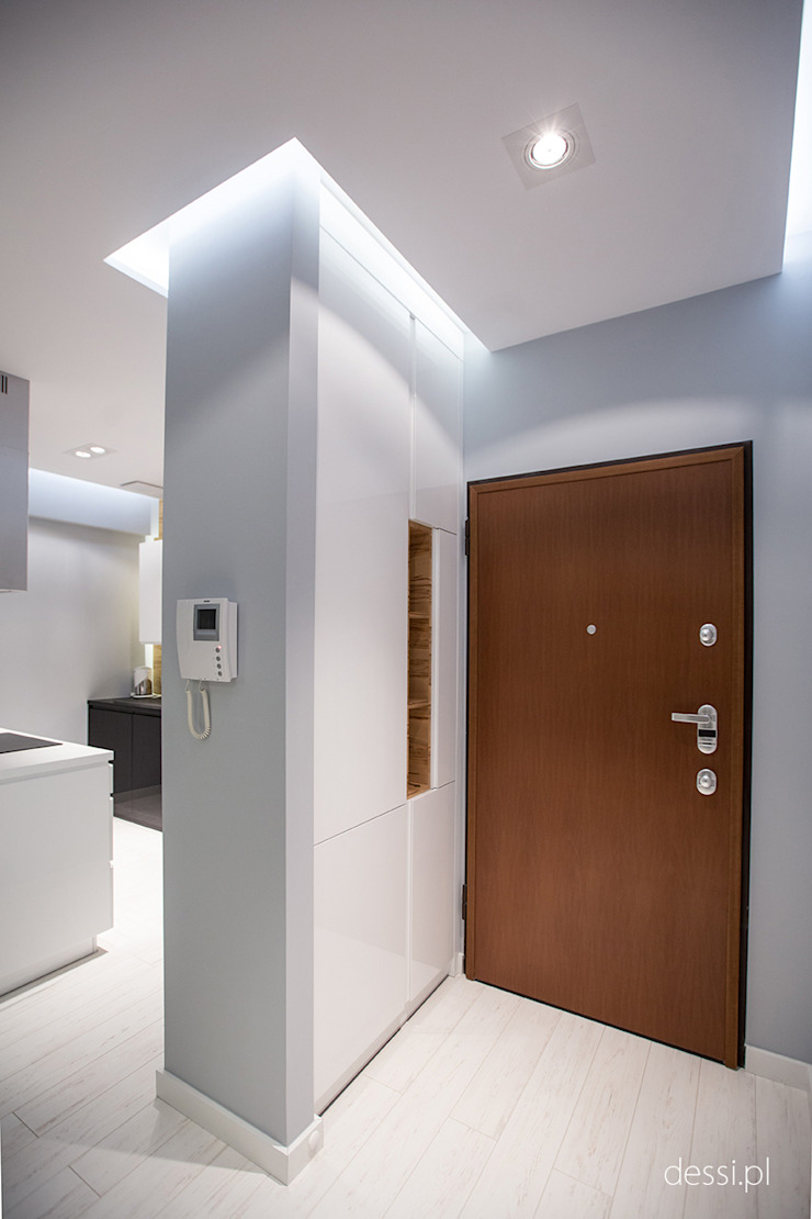 Classic style corridor, hallway and stairs by Dessi Classic