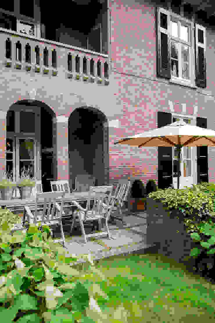 Pand ingericht met de collectie van RUPERT & RUPERT Klassieke balkons, veranda's en terrassen van RUPERT & RUPERT Klassiek