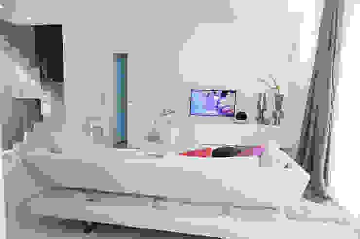 03_appartamento a Verona Soggiorno moderno di moovdesign Moderno