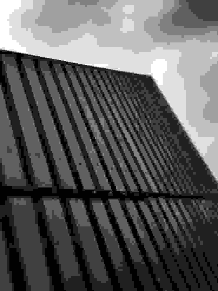 Commercial storage unit Modern garage/shed by Modular105.co.uk Modern