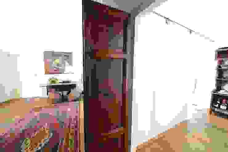 Le Porte Ingresso, Corridoio & Scale in stile classico di Studio Fori Classico