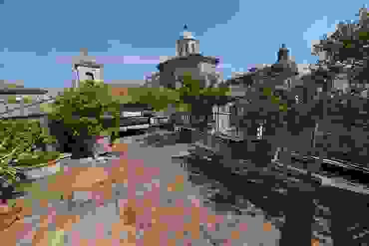 Classic style balcony, veranda & terrace by Studio Fori Classic