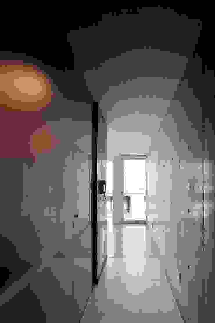 el Forty One モダンスタイルの 玄関&廊下&階段 の SOCIUS一級建築士事務所 モダン コンクリート