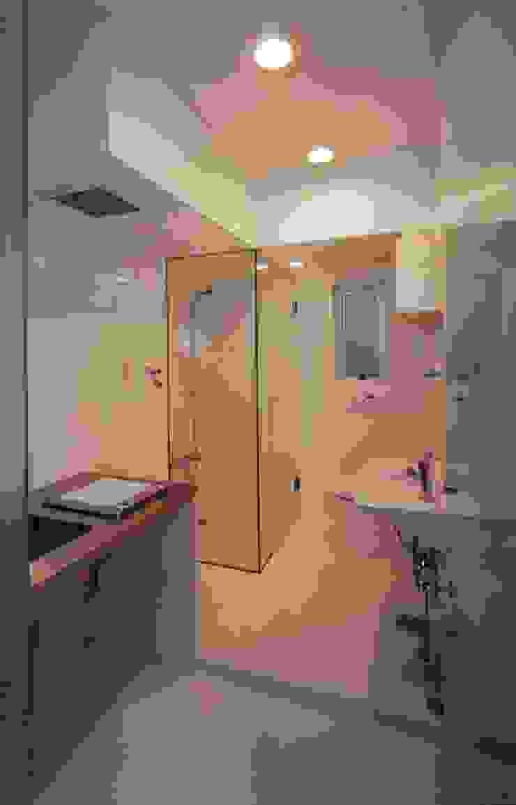 el Forty One モダンスタイルの お風呂 の SOCIUS一級建築士事務所 モダン ガラス