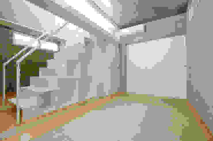 コトノハ舎 モダンスタイルの寝室 の SOCIUS一級建築士事務所 モダン コンクリート