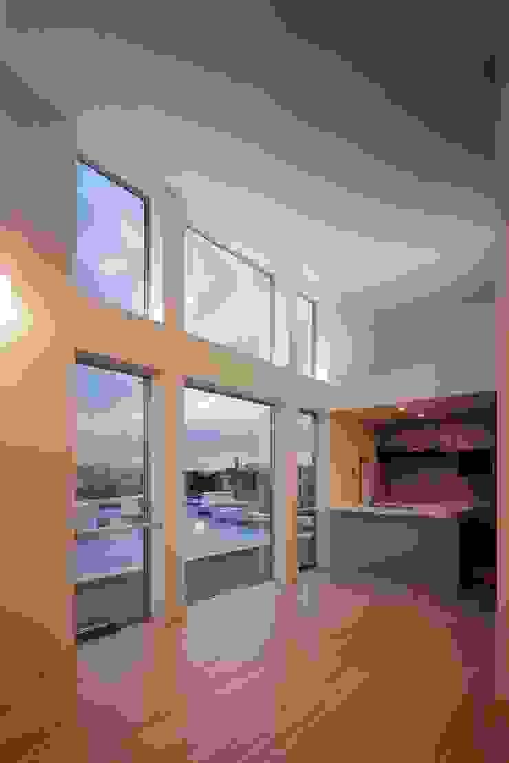 el Forty One モダンデザインの リビング の SOCIUS一級建築士事務所 モダン ガラス