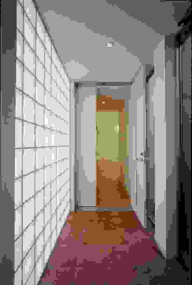 el Forty One モダンな 壁&床 の SOCIUS一級建築士事務所 モダン ガラス